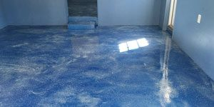 Bright and shiny blue marbled epoxy floor